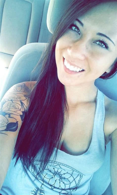 Cute girls taking car selfies (30 Photos) : theCHIVE