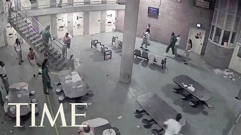 Fight At Cook County Jail In Chicago Leaves 16 Inmates
