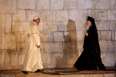 Pope Francis invites Israeli and Palestinian presidents to