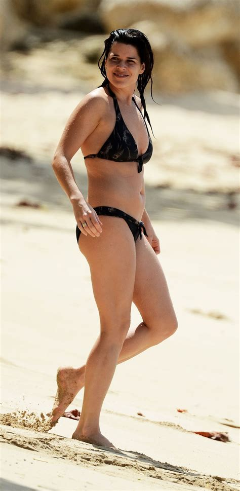 neve-campbell-bikini-candids-on-the-beach-in-barbados-08