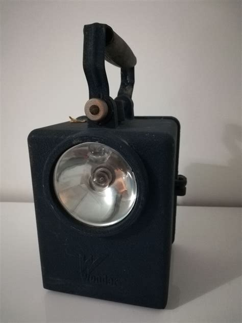 """Ancienne lampe """"SNCF"""" ou """"Agral"""" – Luckyfind"""