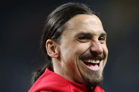 Zlatan Ibrahimovic to complete Manchester United transfer