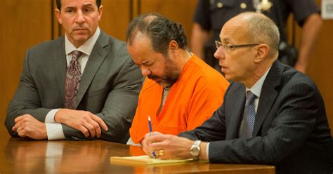 Ariel Castro faces 977 charges in Cleveland kidnappings